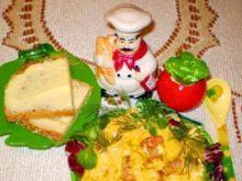 Jajecznica z żółtym serem :