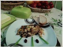 Jajecznica z żurawiną i szwarcwaldzką szynką