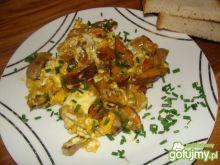 Jajecznica ze smażonymi rydzami