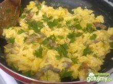 Jajecznica ze świeżym boczkiem