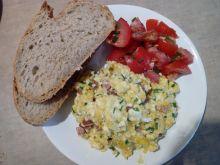 Jajecznica ze szczypiorkiem