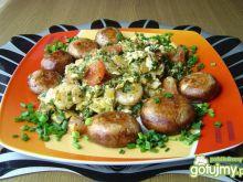 Jajecznica ze szpinakiem i krewetkami