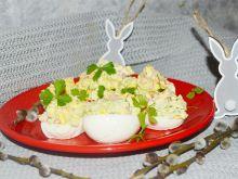 Jajka faszerowane brokułami, papryką i ogórkiem