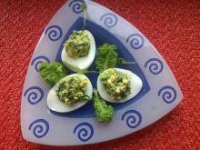 Jajka faszerowane pastą z jarmużem