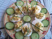 Jajka faszerowane rzodkiewką i szczypiorkiem