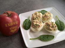 Jajka faszerowane szpinakiem i salami