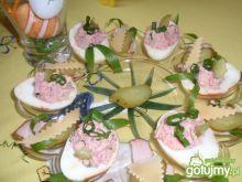 Jajka faszerowane szynką i ćwikłą