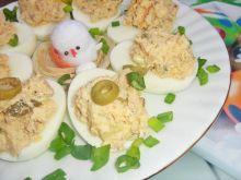 Jajka faszerowane tuńczykiem i oliwkami