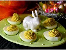 Jajka faszerowane z awokado i chrzanem