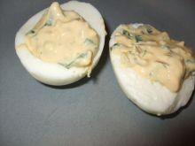 Jajka faszerowane z chrzanem i czosnkiem