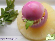 Jajka marmurkowe z sałatką z selera i an