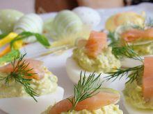 Jajka nadziewane awokado i łososiem