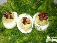 Jajka nadziewane bobem
