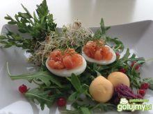 Jajka nadziewane łososiem