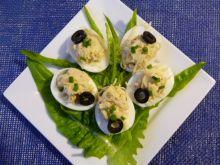 Jajka nadziewane pastą z żółtek i makreli