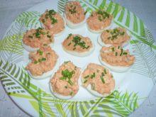 Jajka nadziewane pomidorowo-szczypiorkową pastą