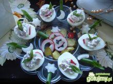 Jajka nadziewane sałatką