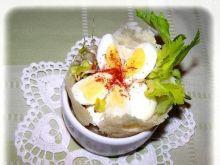 Jajka przepiórcze w serowym kołnierzyku