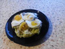 Jajka sadzone na pirre