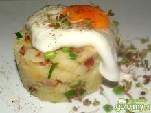 Jajka sadzone w wodzie i okraszone puree