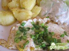 Jajka sadzone z kartoflami i mizerią