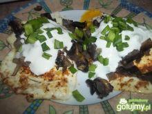 Jajka sadzone z pieczarkami i tzatzikami
