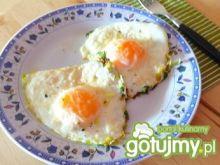 Jajka sadzone z porem, rukolą i parmezan