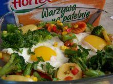 Jajka w bukiecie z jarzyn