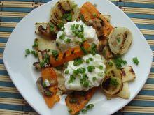 Jajka w foli na grillowanych warzywach