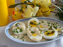 Jajka w kaparowo-chrzanowym sosie