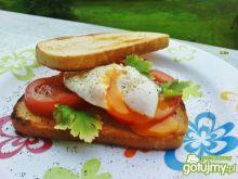 Jajka w koszulkach na tostach