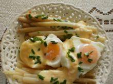 Jajka w koszulkach z sosem jajecznym :