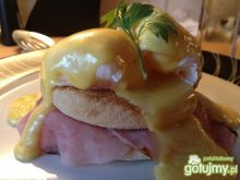 Jajka w sosie Benedict (eggs benedict)
