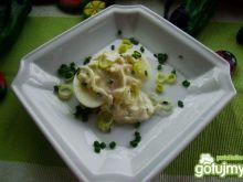 Jajka w sosie cebulowo-porowym
