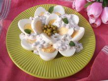 Jajka w sosie groszkowo-rzodkiewkowym
