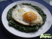 Jajka w szpinakowym gniazdku