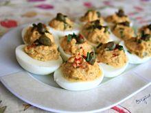 Jajka z farszem i świeżym oregano