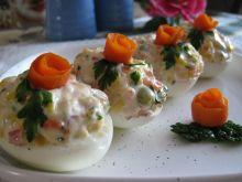 Jajka z kolorowym sosem