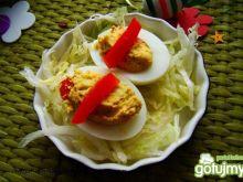 Jajka z nadzieniem z awokado i papryki