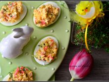 Jajka z paluszkami surimi