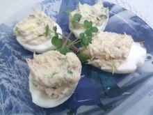 Jajka z pastą z makreli i kiełkami