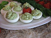 Jajka z zieloną pastą