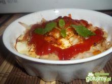 Jajka zapiekane na makaronie