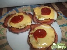 Jajka zapiekane z szynką