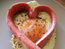 Jajko sadzone w parówkowym sercu