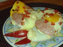 Jajko sadzone z papryką i kiełbasą na śniadanie