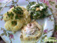 Jajko sadzone z ziemniakami i sałatą