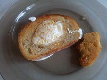 Jajko w dziurce - proste śniadanie