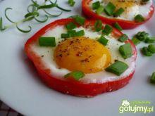 Jajko w paprykowej obręczy