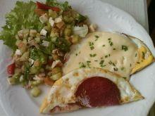 jajko z serem, wędliną i salami
